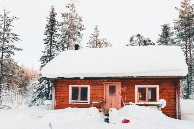 Spil Ludo og Uno i varmen mens sneen ligger udenfor